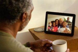 Altavoces inteligentes para personas mayores