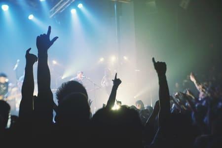 Iluminacion y enchufes inteligentes - concierto
